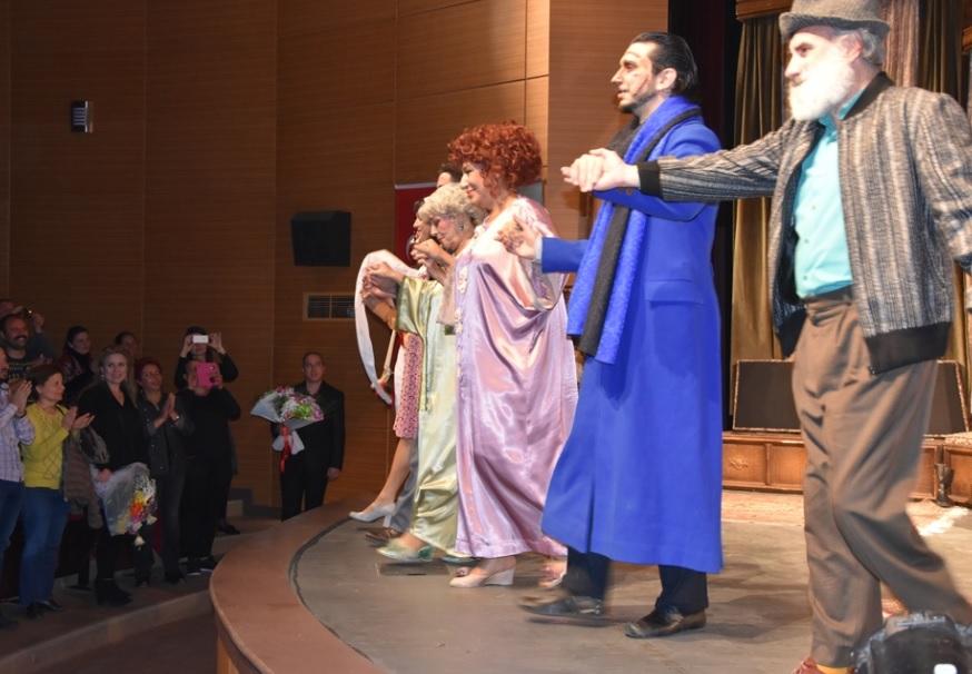 Ahududu Tiyatro Oyunu Ayakta Alkışlandı