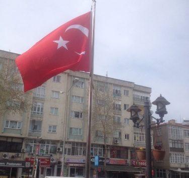 Türk Bayrağı Hemen Yenilendi